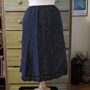 Vintage black lace hem half slip GB1